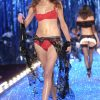Victoria's Secret Fashion Show 2003 – Runway – 2 Razor Sharp Latex Ladies – Eugenia Volodina