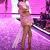 Flavia de Olivera – 4 PINK – Victoria's Secret Fashion Show 2006