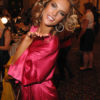 Alessandra Ambrosio – Backstage – Victoria's Secret Fashion Show 2007 [x 101]